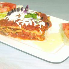 לזניה צמחונית ברוטב עגבניות עם חציל וגבינות