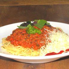 ספגטי בולונז בשרי ברוטב עגבניות