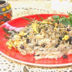 אטריות אורז ושעועית שחורה עם עשבי תיבול