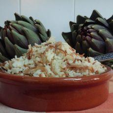 אורז ספרדי עם אטריות שחומות