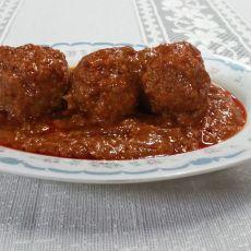 קציצות בשר בקר ובשר הודו ברוטב אדום בתוספת ספגטי/פתיתים
