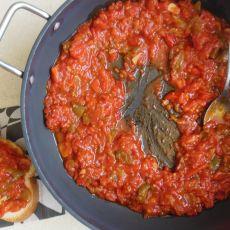 מטבוחה - סלט פלפלים שרופים ועגבניות