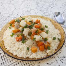 קוסקוס ומרק ירקות עשיר