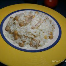 תבשיל אורז עם עוף וגרגירי חומוס