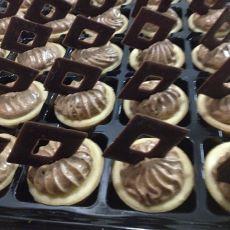 טארטלטים עם מוס שוקולד