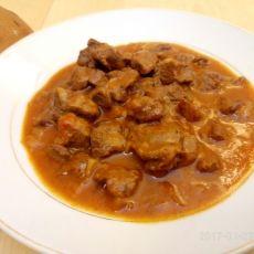 תבשיל בשר ברוטב עגבניות עשיר (טאס קבב)