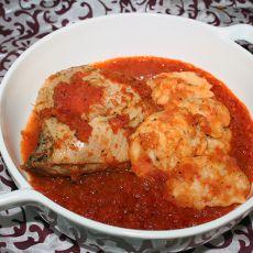 כרעי עוף ברוטב עגבניות עם נטיפי בצק