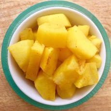 קוביות תפוחי אדמה ברוטב צהוב