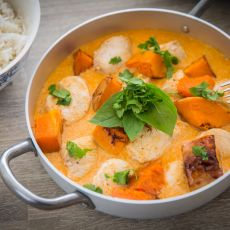 תבשיל עוף בקארי עם ירקות כתומים בחלב קוקוס