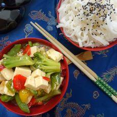 טופו מוקפץ עם ירקות - טבעוני