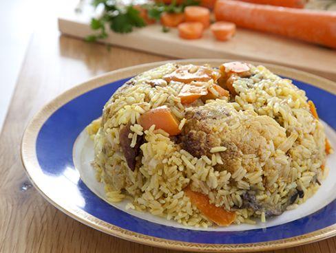 מקלובה עם נתחי עוף ומגוון ירקות בתיבול עדין.