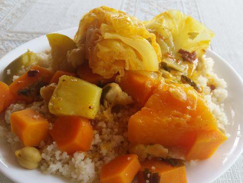 קוסקוס עם ירקות בתוספת בשר/עוף