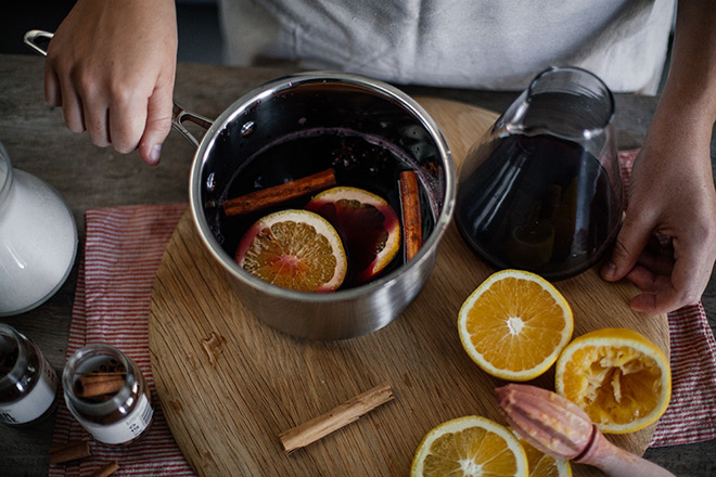 Star-anise-cinnamon-and-orange-mulled-wine-step-shot