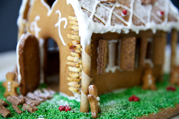 gingerbread-house-entrance