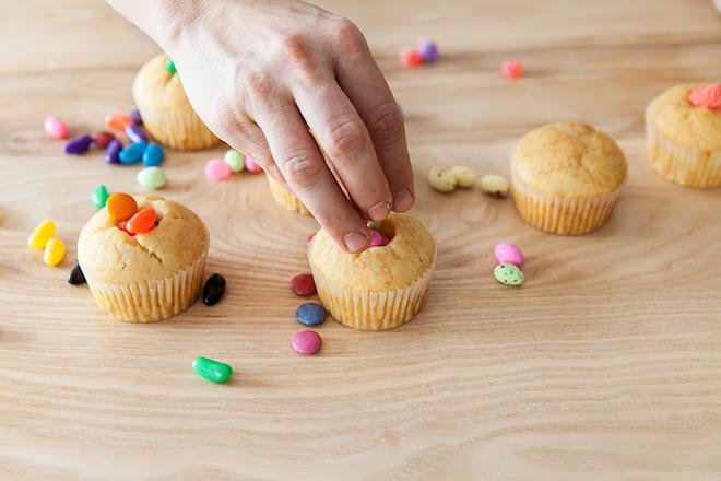 making-pinata-cupcakes