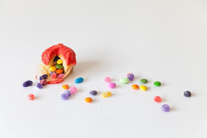 How to make a piñata cupcake