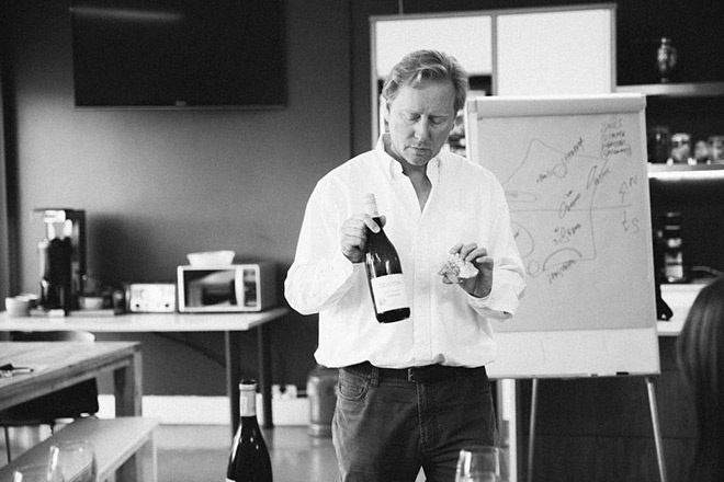 Richard-Hilton-at-wine-club