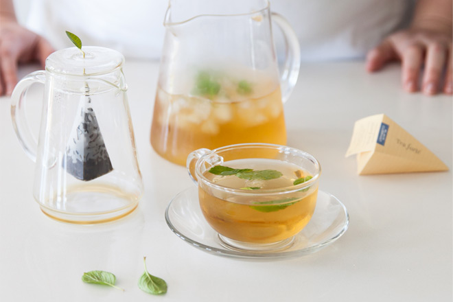 making-iced-tea-with-tea-forte
