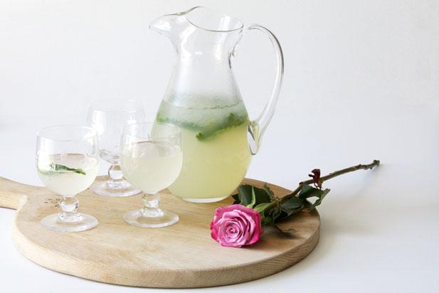 Lemonade with rose water essence