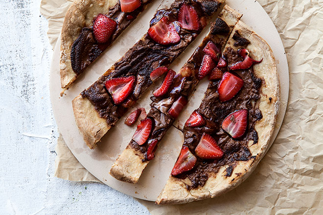 chocolate-and-strawberry-pizza