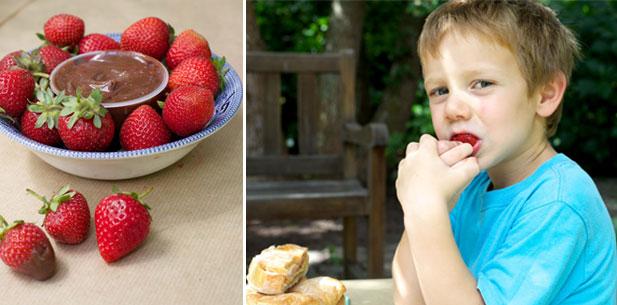 Strawberries and chocolate ganache for kids picnic