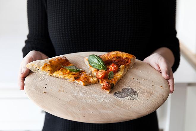margarita-pizza-hear-board
