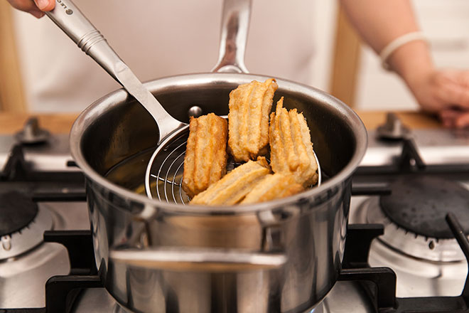 Frying-churros
