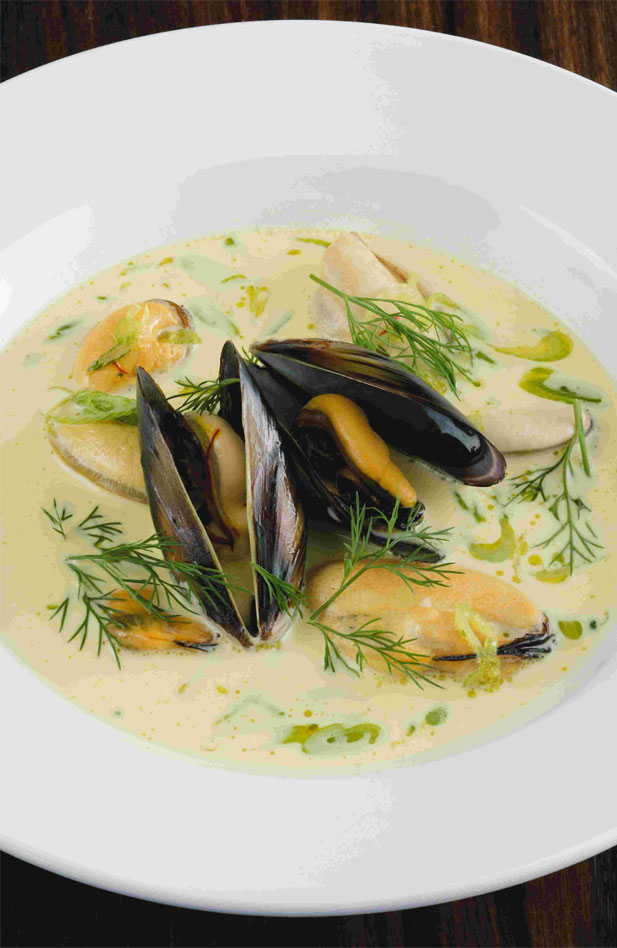 Creamy mussel soup with fried bruschetta croutons - Recipe search ...