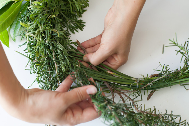 herb-weaving-in-wreath
