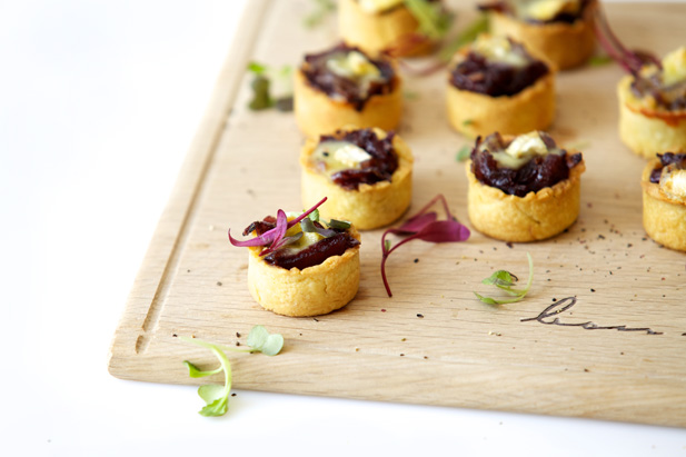 Canap s ideas mini caramelised onion and brie tartlets for Canape pastry shells