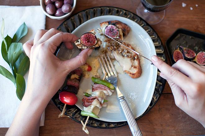 raclette-serving