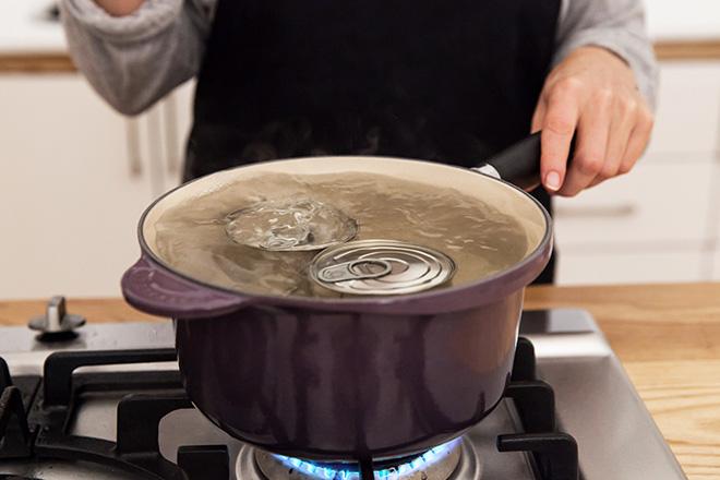 boiling-cans-for-dulce-de-leche