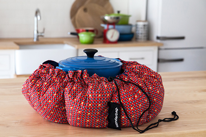 Wonderbag-pot-and-bag