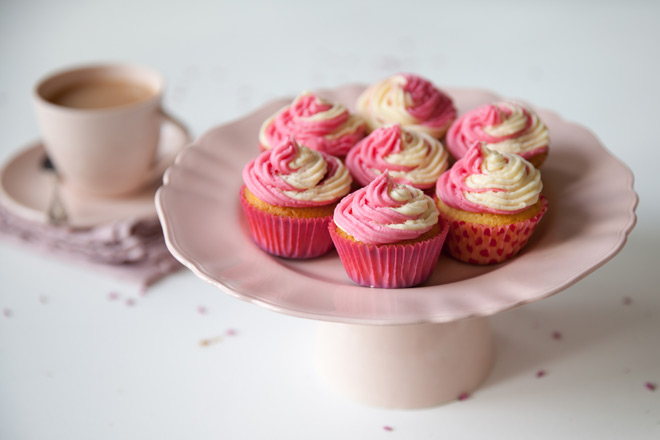 strawberry-vanilla-two-tone-cupcakes