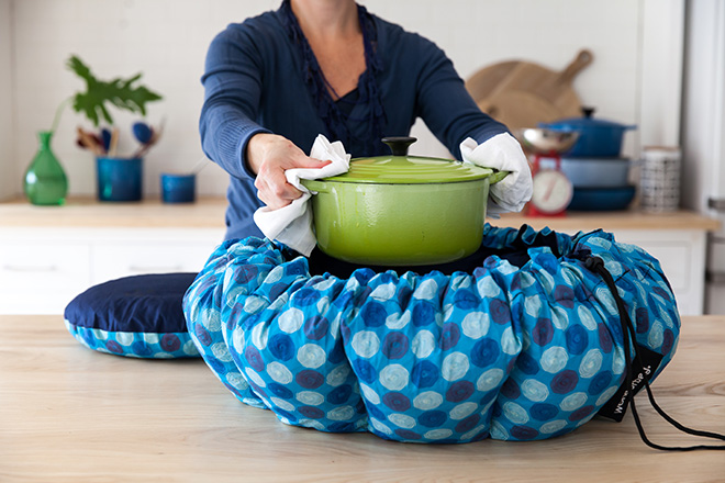 Wonderbag-and-pot