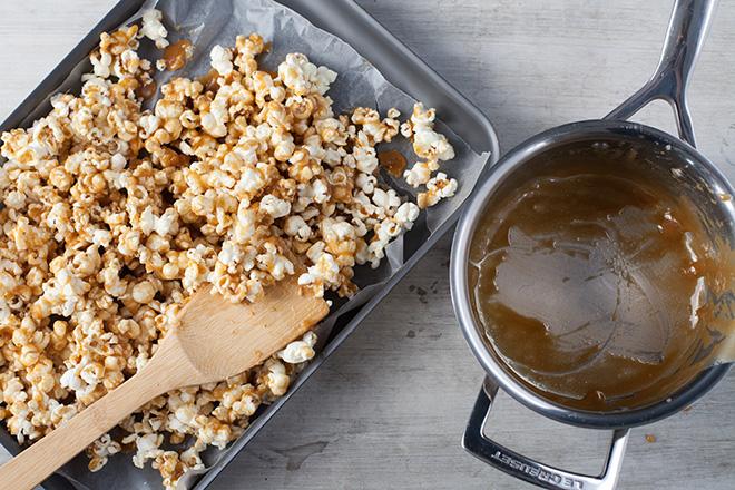 making caramel popcorn