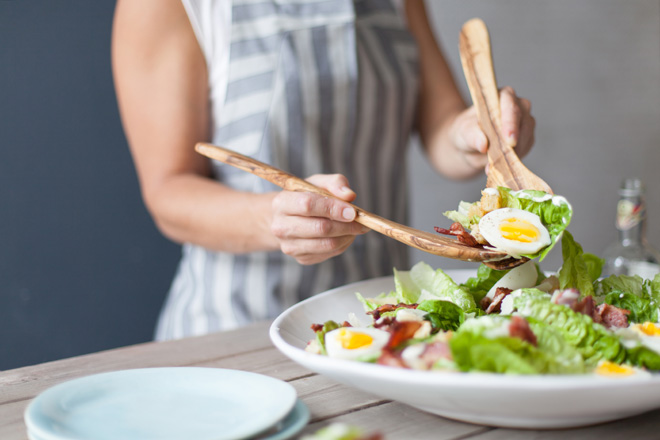 Ceasar-salad-dishing-up