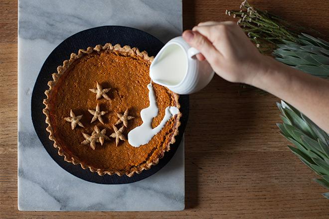 Pumkin-Pie-Tart-with-cream
