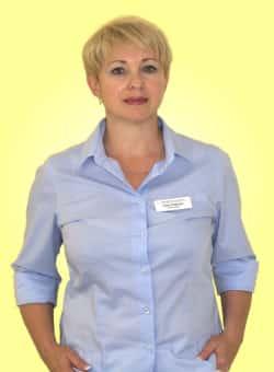 Portraitfoto Praxismanagerin und Rezeptionistin Elina Oratovski