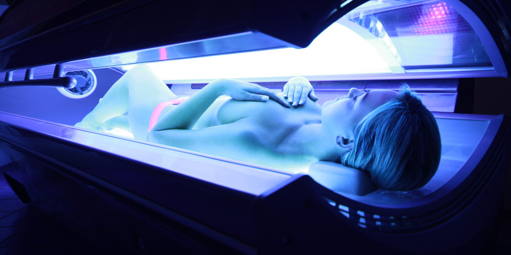 FDA's Battle With Indoor Tanning - ZALEA Article Banner