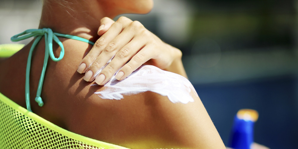 Yes, There's A Right Way To Use Sunscreen - ZALEA Article Banner