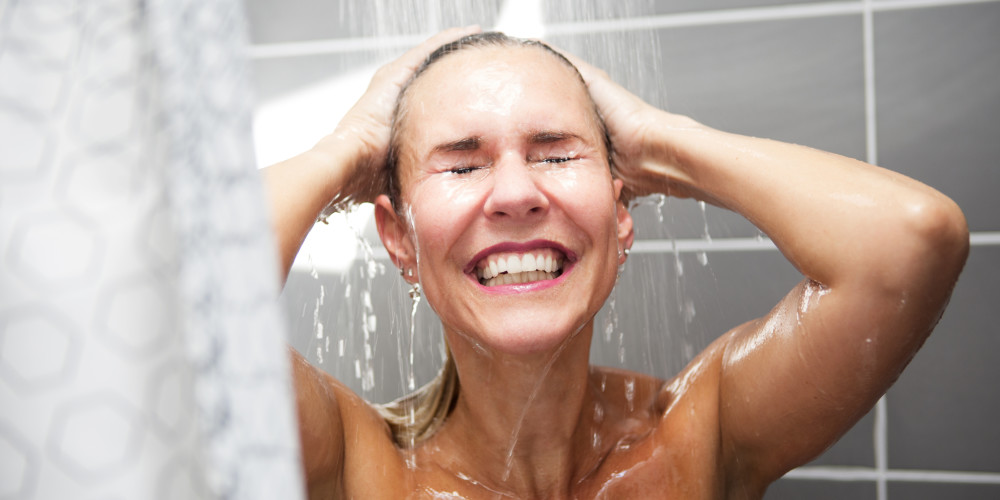 Dermatologists Explain Correct Way To Shower - ZALEA Article Banner