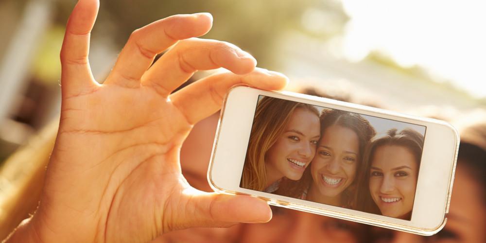 Selfies vs. Self Esteem - ZALEA Article Banner