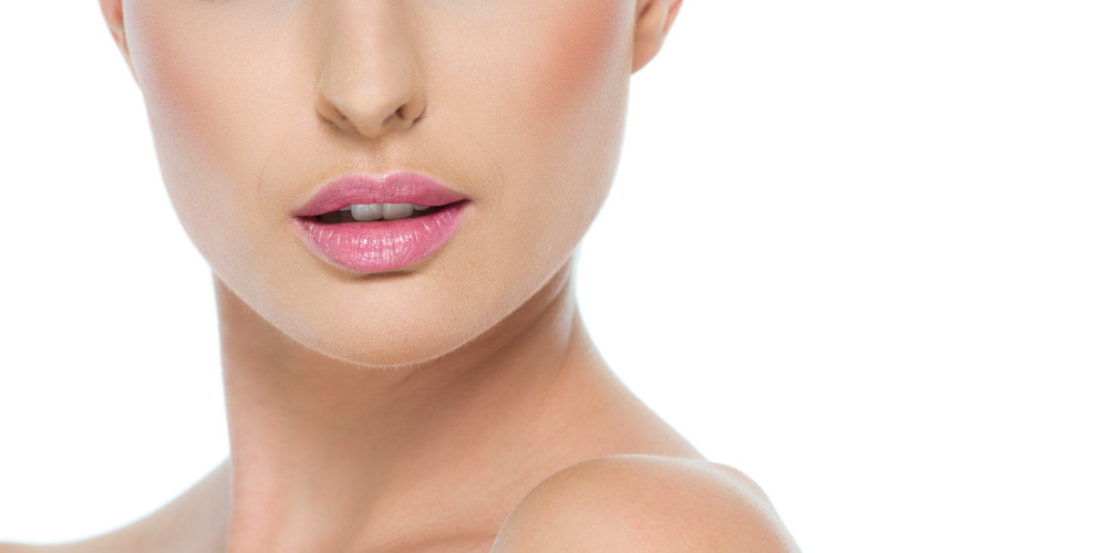 How To UV-Proof Your Lips - ZALEA Article Banner