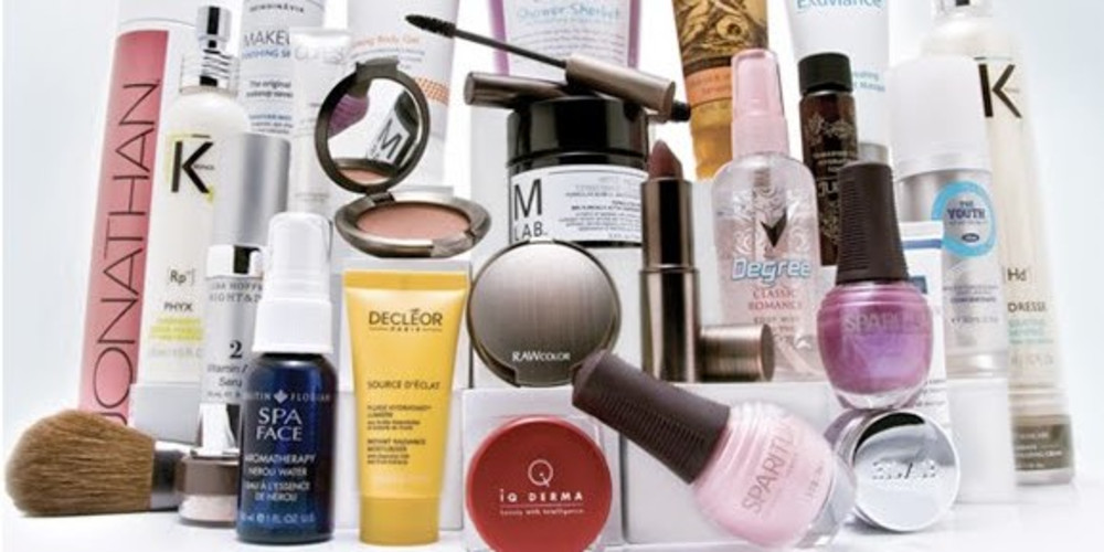 8 Gross Things That Happen When You Share Beauty Products - ZALEA Article Banner