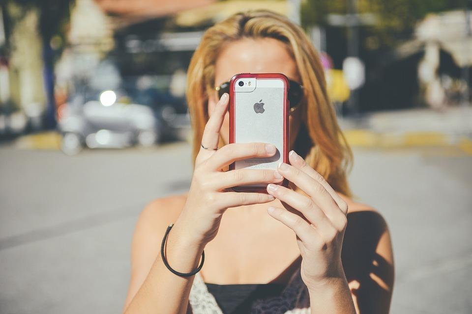 The Impact of Selfies On Self Esteem - Prejuvenation Article Banner
