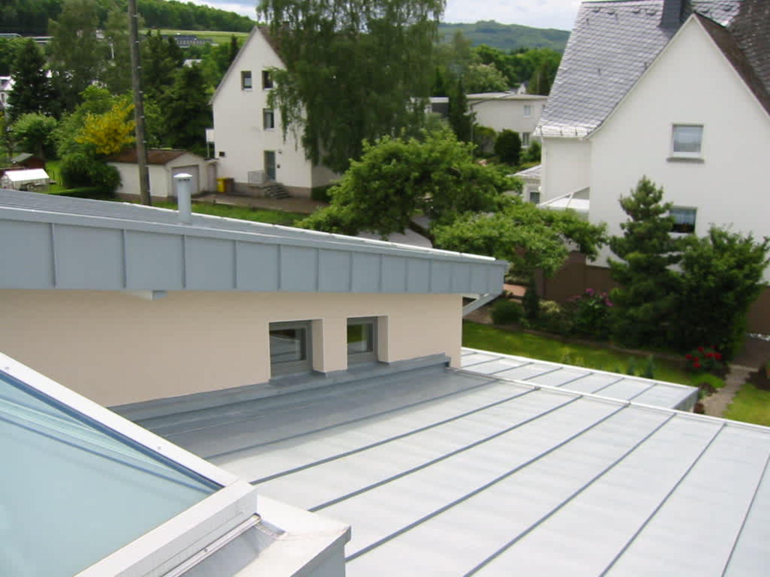 Klempnerarbeiten am Dach