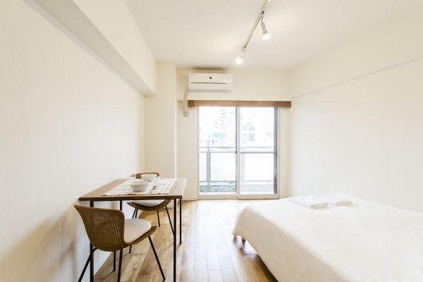 Japanese Minimalist Studio Apartment, Easy Access to Shinjuku