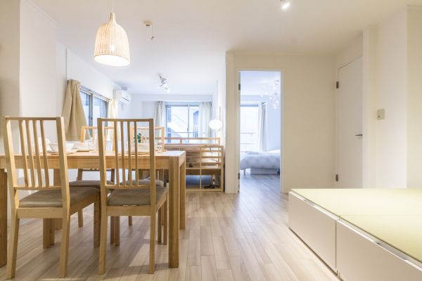 Bright & Airy Apartment near Shinjuku Area