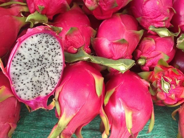 Red vs White Dragon Fruit: What's The Difference?